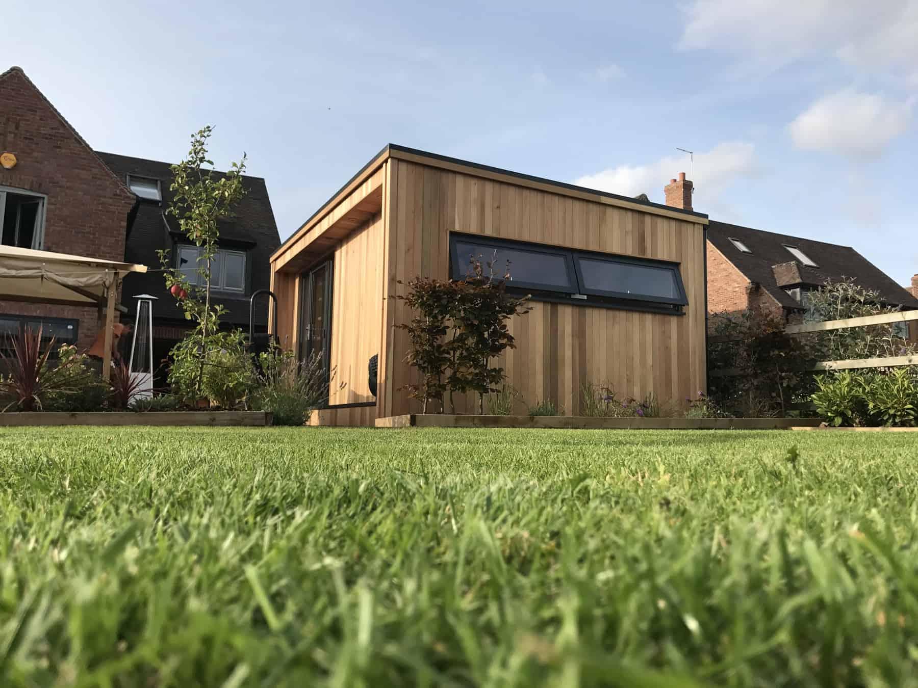 Concave garden building