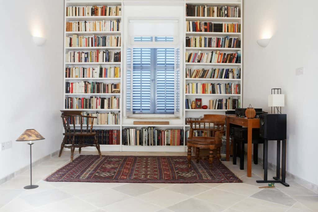 A library - summer house interior ideas