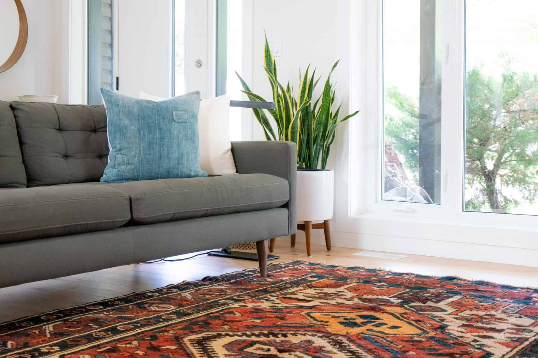 5 Great Flooring Ideas for Your New Garden Room - rug on laminate